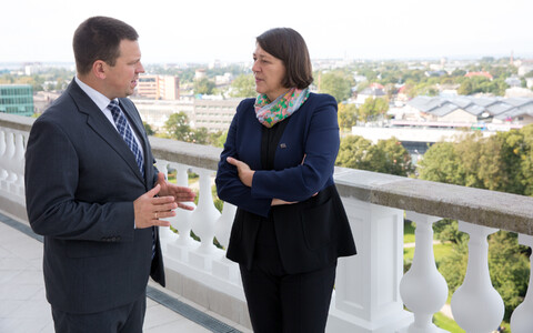 Prime Minister Jüri Ratas (Center) and EU Commissioner Violeta Bulc in Tallinn on Friday. Sept. 22, 2017.