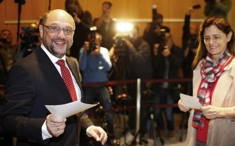 Лидер левоцентристской СДПГ Мартин Шульц уже проголосовал.