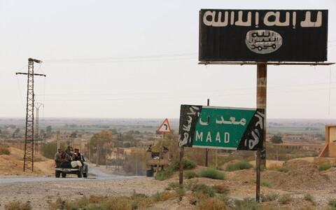 ISIS-e logo Deir Ezzori lähistel.