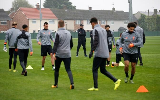 Jürgen Klopp Liverpooli Meistrite liiga eelsel treeningul.