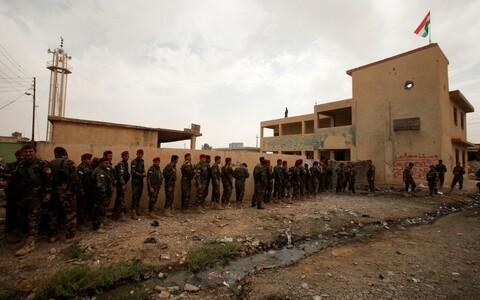 Pešmergavõitlejad Iraagis Sheikh Amiri külas valimisjärjekorras