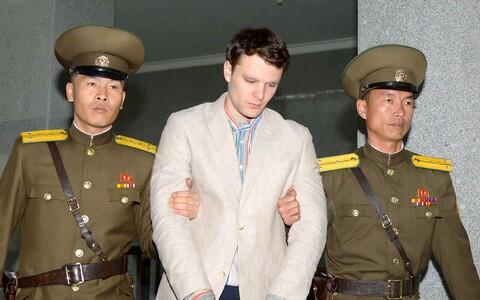 Otto Frederick Warmbier Põhja-Koreas teel kohtusse