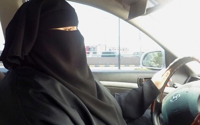 Naisautojuht Riyadhis.