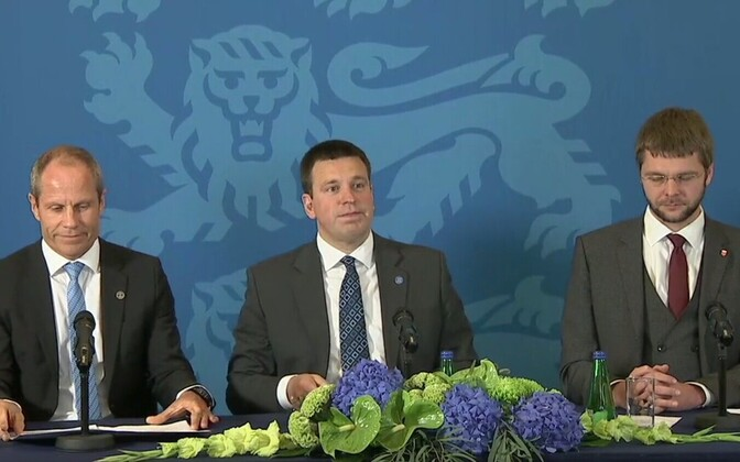 Minister of Finance Toomas Tõniste, Prime Minister Jüri Ratas and Minister of Health and Labour Jevgeni Ossinovski at the government press conference.