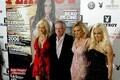 Hugh Hefner oma 80. sünnipäeval koos Holly Madisoni, Bridget Marquardti ja Kendra Wilkinsoniga.