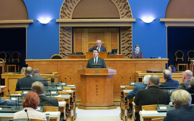 Prime Minister Jüri Ratas (Center) presenting the 2018 state budget bill to the Riigikogu on Wednesday, Sep. 27, 2017.