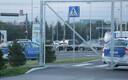 Делегации выезжают с территории аэропорта.