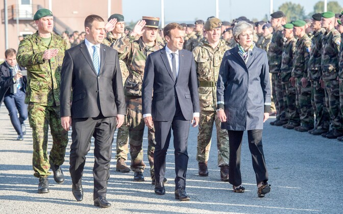 Prime Minister Jüri Ratas, French President Emmanuel Macron and British Prime Minister Theresa May visited Tapa Army Base on Friday. Sept. 29, 2017.