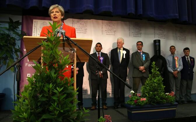 Theresa May Maidenheadi valimisringkonna tulemuste teatamisel 9. juunil.
