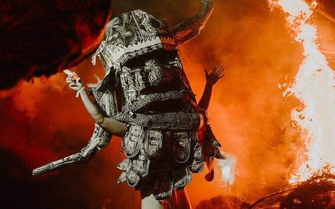 6-meetrise Ükssarve põletamise performance Orissaares