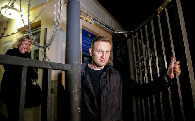 Aleksei Navalnõi 29. septembri õhtul Moskvas politseijaoskonnast väljumas.