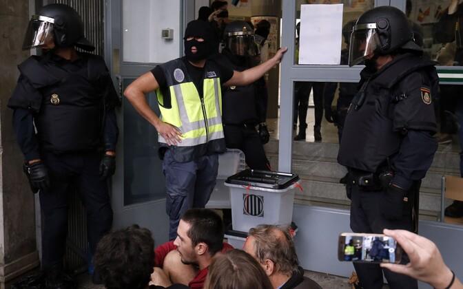 Встолкновениях вовремя референдума онезависимости Каталонии пострадали 38 человек