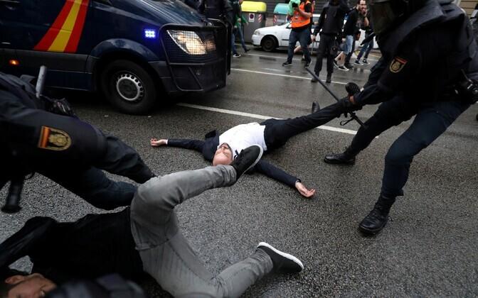 Действия полиции на референдуме в Каталонии
