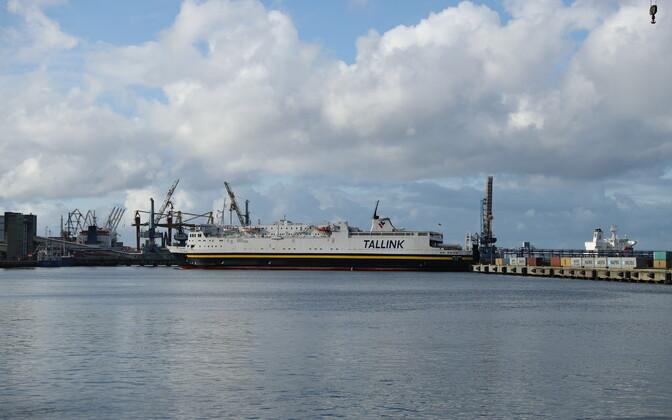 Судно Tallink в порту Мууга.
