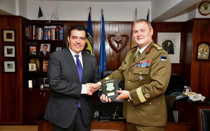Министр обороны Кипра Христофорос Фокаидис (слева) и командующий Силами обороны Эстонии Рихо Террас.