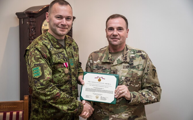 Chief Warrant Officer Siim Saliste was presented with the Meritorious Service Medal by Lt. Gen. Ben Hodges.