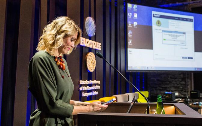 Urve Palo andis e-valitsemise deklaratsioonile digiallkirja.