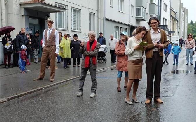 Tallinna Kirjandustänava festivali elavad skulptuurid.