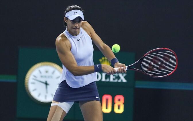 Caroline Garcia mängis Pekingis kõvasti kinniteibitud jalaga.