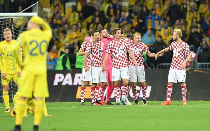 Хорваты празднуют победу над сборной Украины