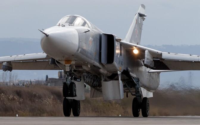 Vene ründelennuk Su-24 Süürias Hmeimimi õhuväebaasis, arhiivifoto.