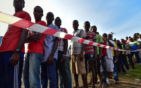 Järjekord Monrovias valimisjaoskonna juures.