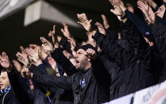 Фанаты сборной Боснии устроили пиротехническое шоу, но в целом вели себя достойно.