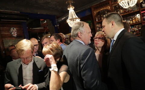 Prime Minister Jüri Ratas (first right) at the Center Party's election party, Oct. 15, 2017.