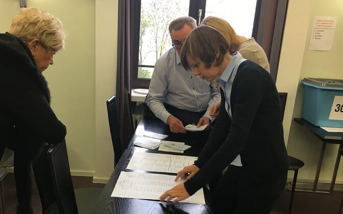 Häälte lugemine Tallinna valimiskomisjonis.