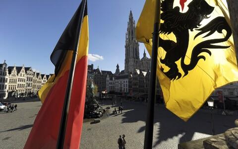 Belgia ja Flandria lipp Brüsseli raekoja platsil.