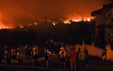 Maastikupõleng Rio de Moinhose küla juures.