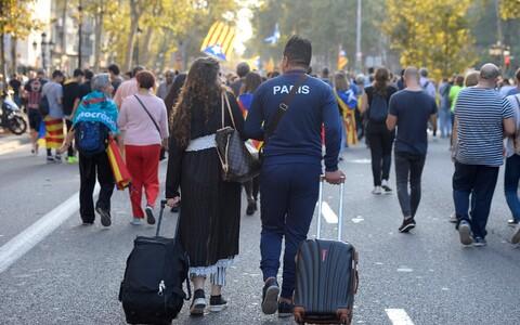 Turistid Barcelonas 3. oktoobri streigi ajal.