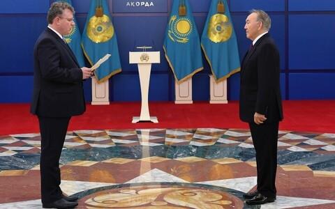 Хейти Мяэмеэс вручил верительные грамоты Нурсултану Назарбаеву.