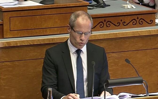 Minister of Finance Toomas Tõniste speaking in the Riigikogu, Oct. 18, 2017.