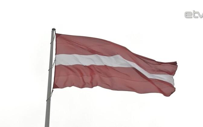 Латвийский флаг.
