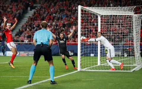 Manchester United Lissaboni Benficale väravat löömas