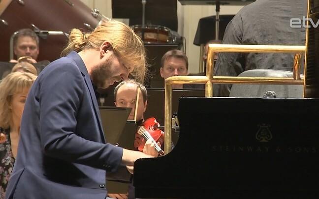Пианист Денис Кожухин