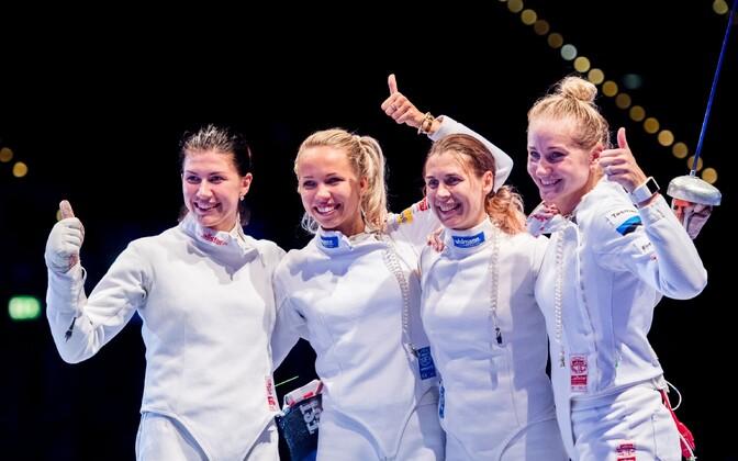Ирине Эмбрих (третья слева) пришлось сняться с соревнований из-за травмы.