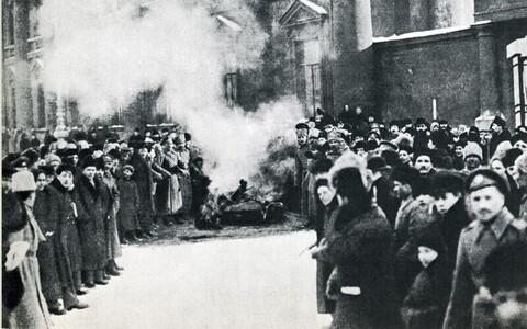 Mitme välismaalase tõdemus kinnitab, et Veebruarirevolutsiooni puhul oli tegemist organiseerimata stiihiaga ja kui oleks rohkem vodkat leitud, siis võinuks revolutsioon kergesti leida kohutava lõpu.