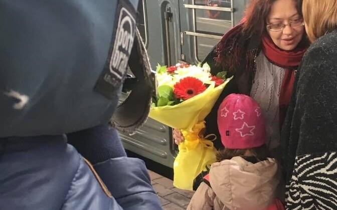 Изабелла уехала с матерью в Москву.