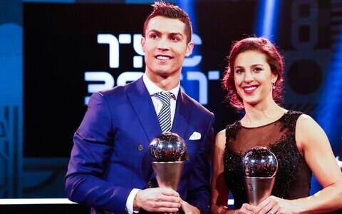 Cristiano Ronaldo ja Carli Lloyd 2016. aasta auhinnagalal.