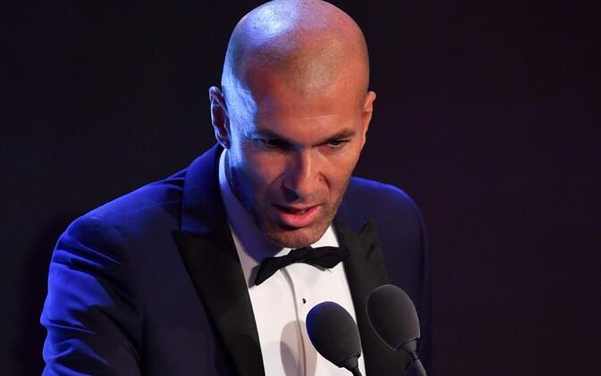 Зидан признан лучшим тренером сезона вмире поверсии ФИФА