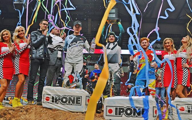 Riia Arenacross esikolmik (vasakult) Karel Kutsar, Tanel Leok ja Adam Chatfield