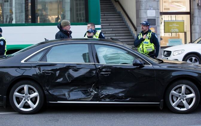 Автомобиль премьер-министра Юрия Ратаса попал в ДТП 25 октября.