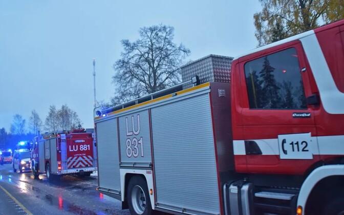 ВФинляндии пассажирский поезд столкнулся своенным грузовым автомобилем