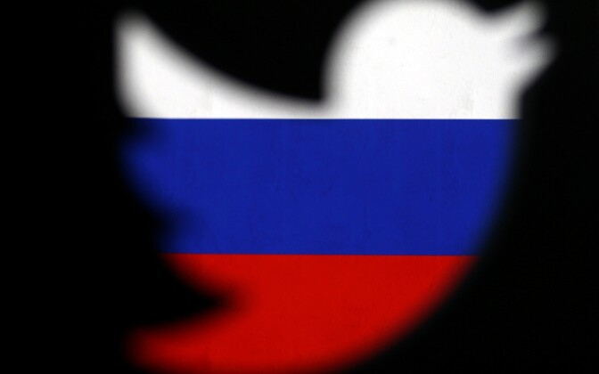 Twitteri logo Venemaa lipu värvides.