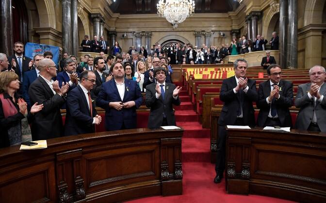 Парламент Каталонии провозгласил независимость 27 октября.