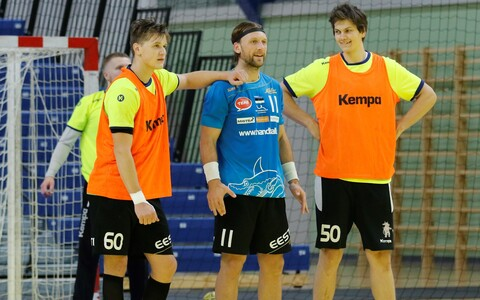 Martin Johannson (keskel)