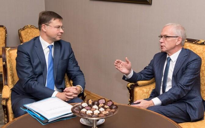 Valdis Dombrovskis ja Eiki Nestor ELi rahvusparlamentide poliitikute kohtumisel.
