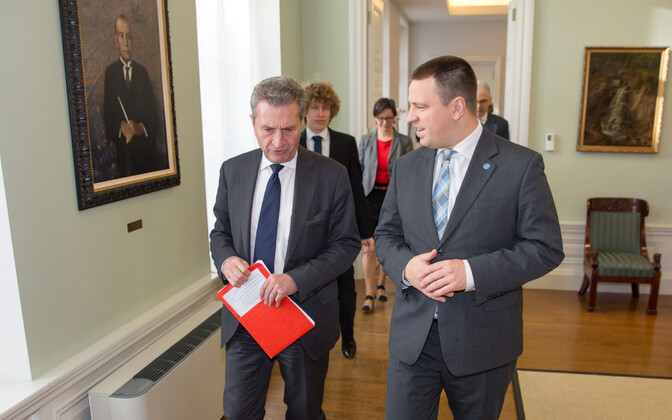 Commissioner Günther Oettinger and Prime Minister Jüri Ratas (Center) met in Tallinn on Tuesday. Oct. 31, 2017.